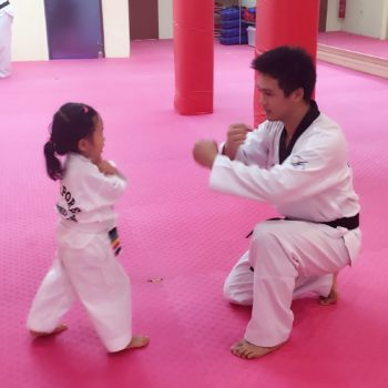 romelle teaching a tot (singapore) (1)
